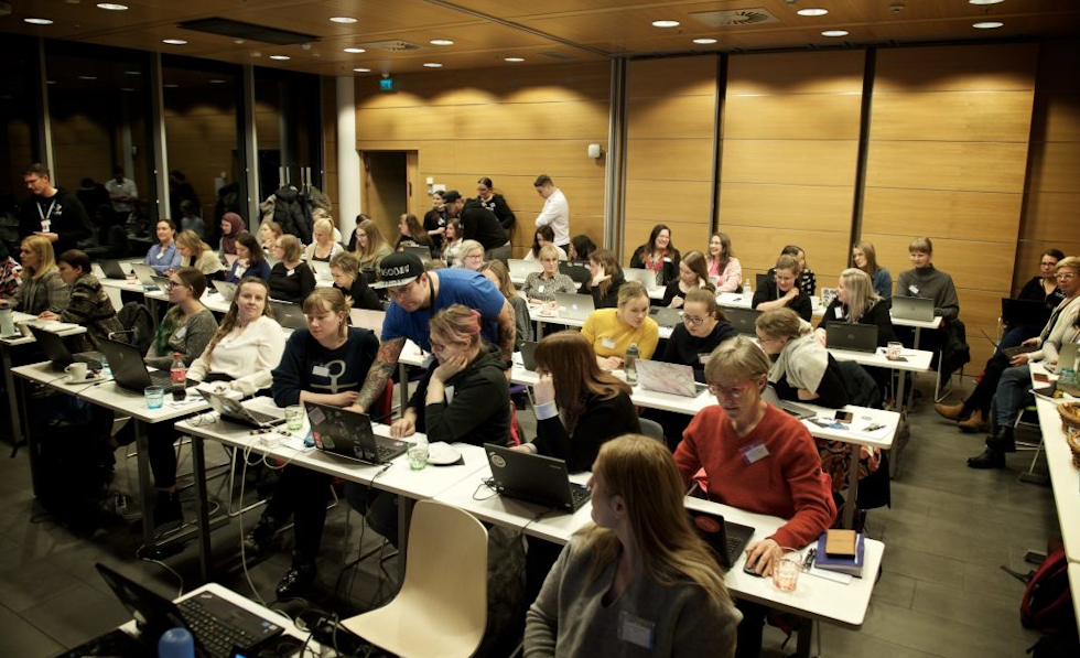 Cybersecurity training by Future Female and HelSec crowded the room